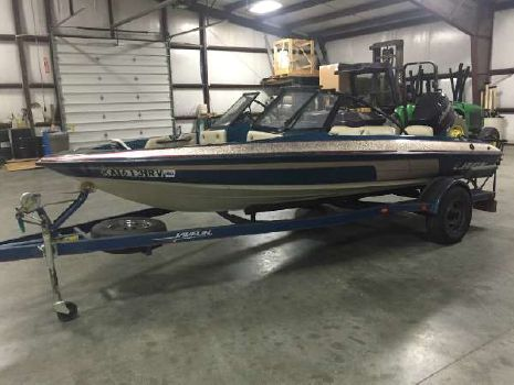 1996 Javelin Boats 379 FS