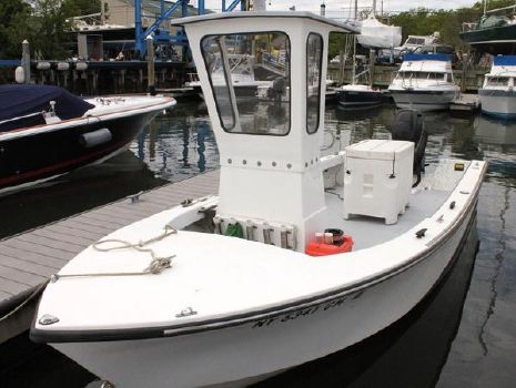 2013 C - HAWK BOATS 22 Center Console