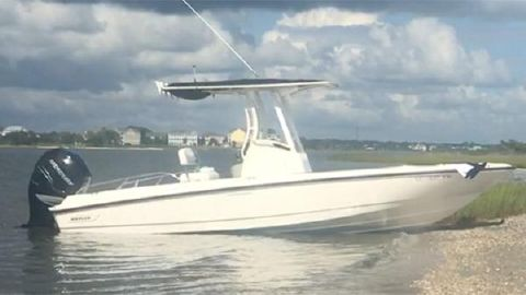 2015 Boston Whaler 24 DAUNTLESS