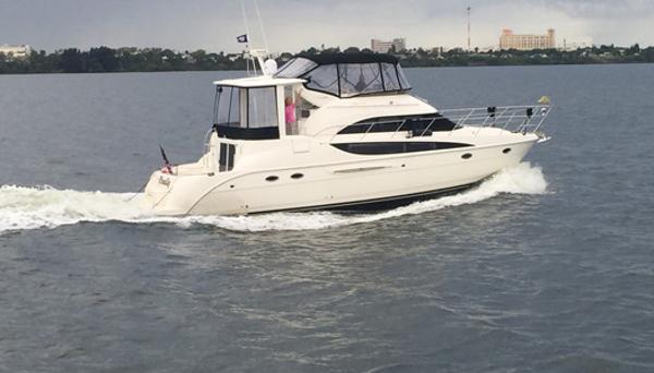 2005 Meridian 459 Cockpit Motoryacht 45' Meridian 459 Starboard profile