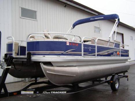 2014 Sun Tracker 22 DLX Fishin Barge