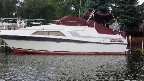 1988 Carver 2757 Montego Port View Docked