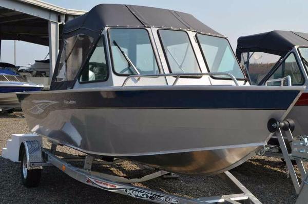 2017 Smoker-craft 202 Phantom